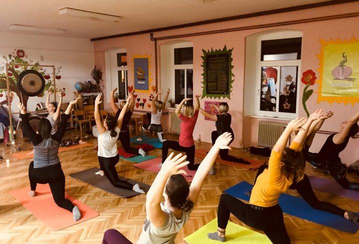 DanYoga poslovna joga zvočna kopel